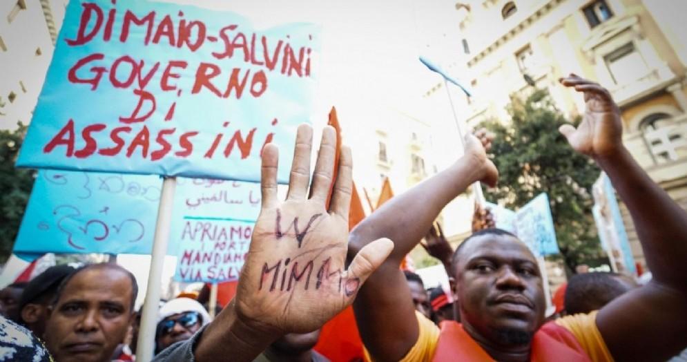 Il corteo che ha visto sfilare insieme migranti e studenti a Napoli