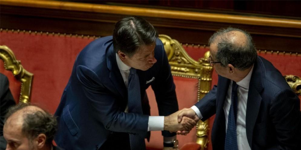 Il premier Giuseppe Conte con il ministro dell'Economia Giovanni Tria