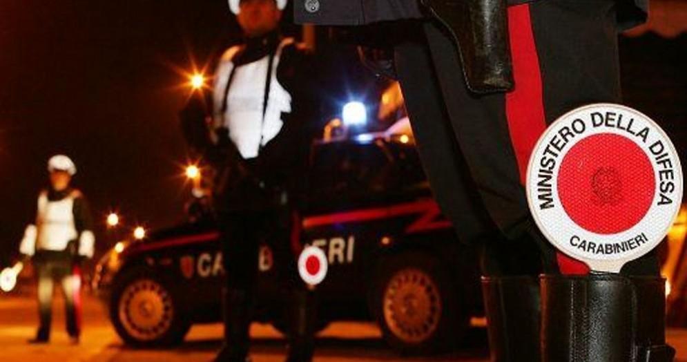 In auto con coltelli e cocaina: fermati due cittadini stranieri dai carabinieri