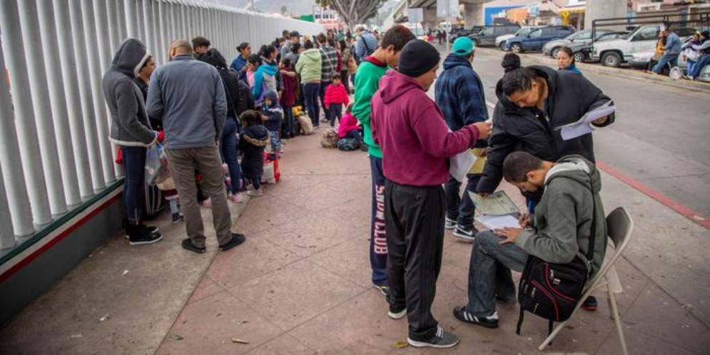 Controlli medici sui bimbi al confine Usa-Messico