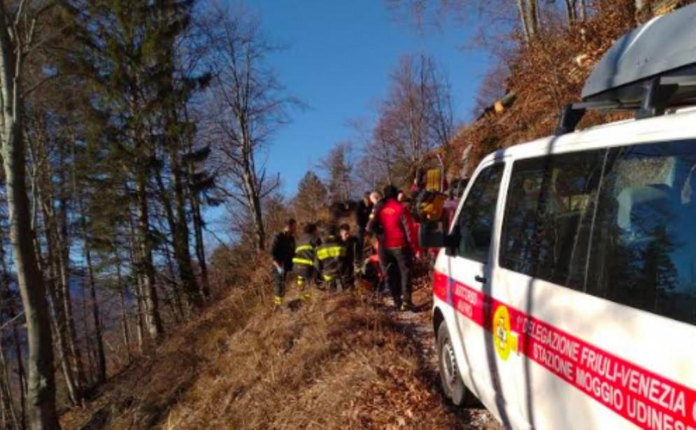 Uomo travolto da un tronco: intervento di soccorso in Val Resia