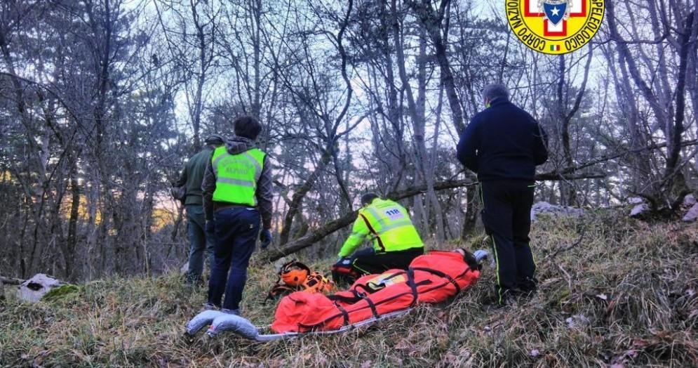 Cacciatore cade e si frattura la tibia: recuperato con l'elisoccorso