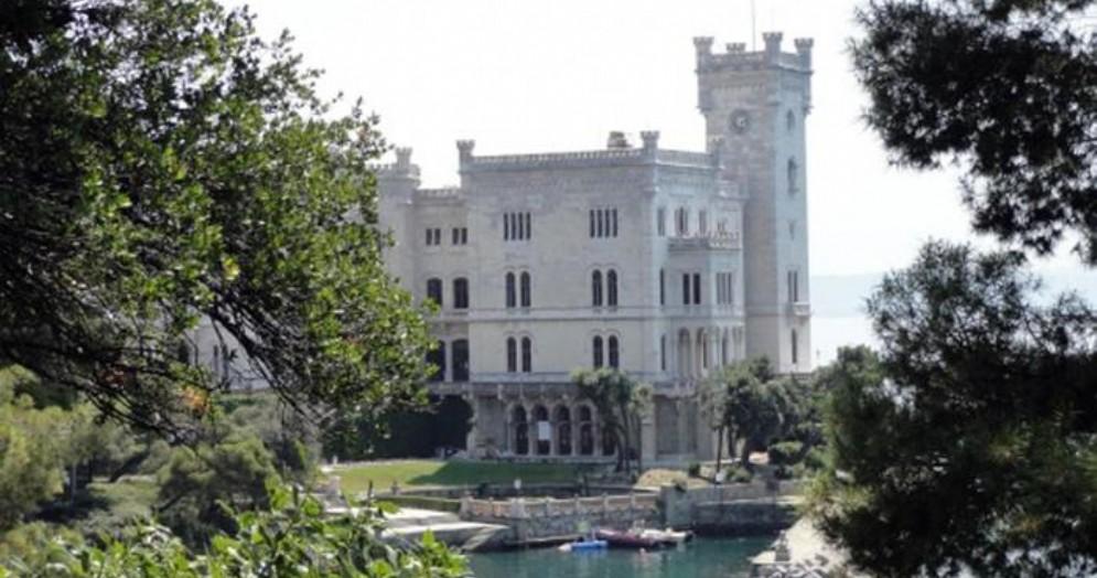 Castello di Miramare chiuso a Capodanno, i turisti restano fuori: polemica a Trieste