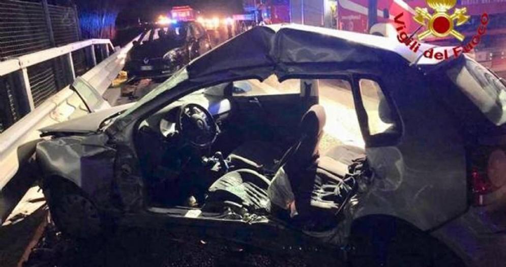 Una delle automobili coinvolte nell'incidente sull'Autosole fra Lodi e Casalpusterlengo causato dal passaggio di un branco di cinghiali