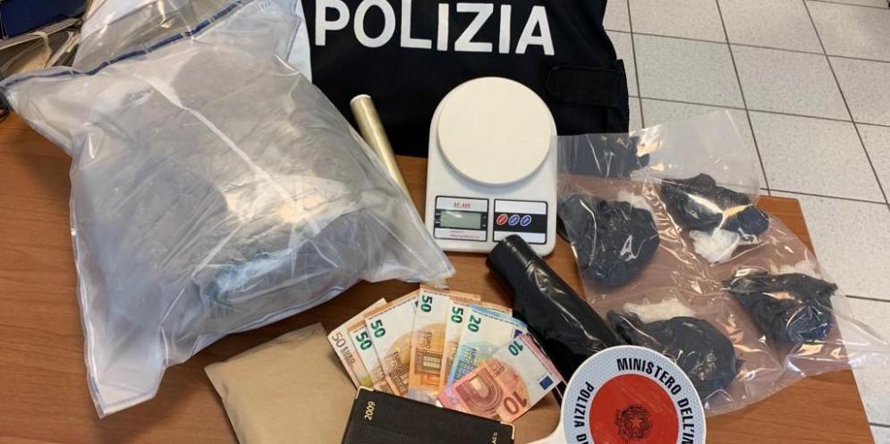Fermati due spacciatori nigeriani a Udinese Sud: in auto con 2 kg di marijuana