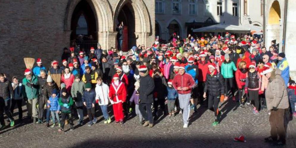 Il 6 gennaio torna la corsa dei Babbi Natale e delle Befane