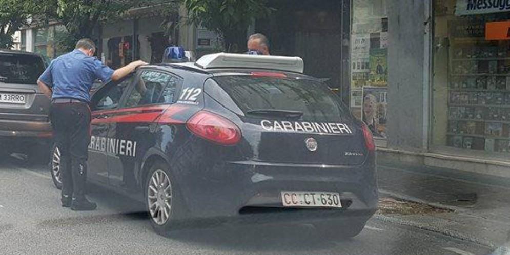 I carabinieri salvano la vita a un uomo che stava per lanciarsi da un cavalcavia