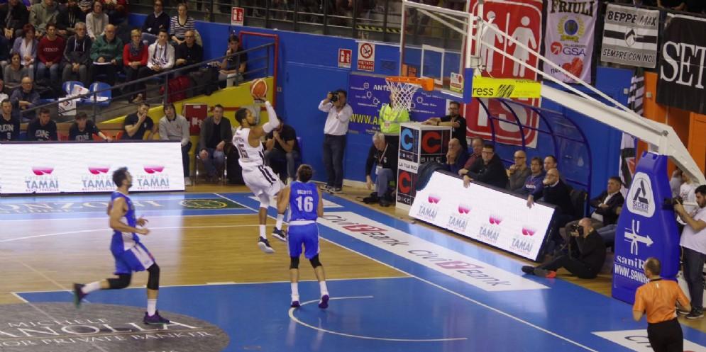 La Befana 'regala' la vittoria alla Gasa nel derby con Treviso