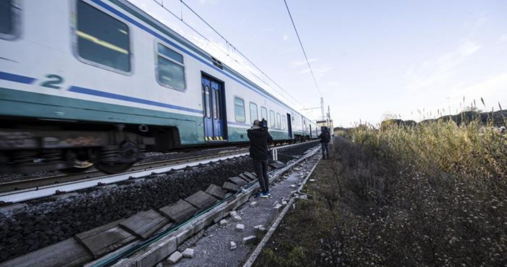 Zaino si aggancia a treno che passa: muore uomo a Trastevere