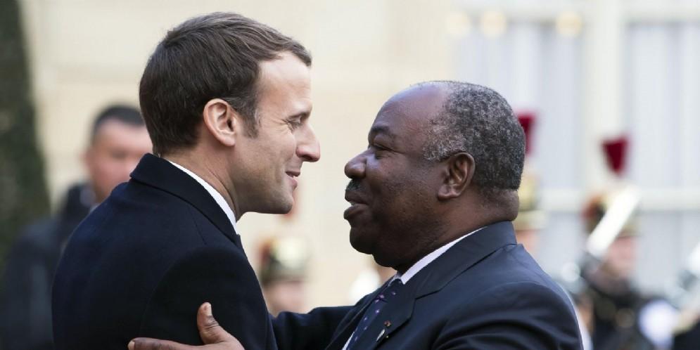 Il presidente del Gabon Ali Bongo Ondimba con quello francese Emmanuel Macron
