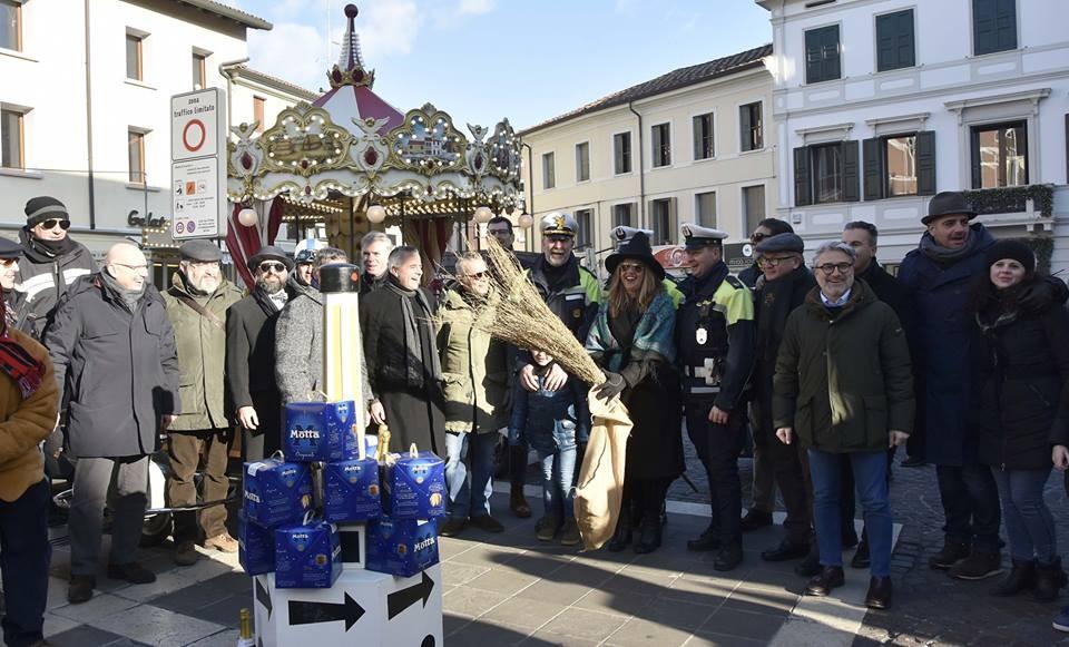 Pordenone, festeggiata la 'Befana del Vigile'