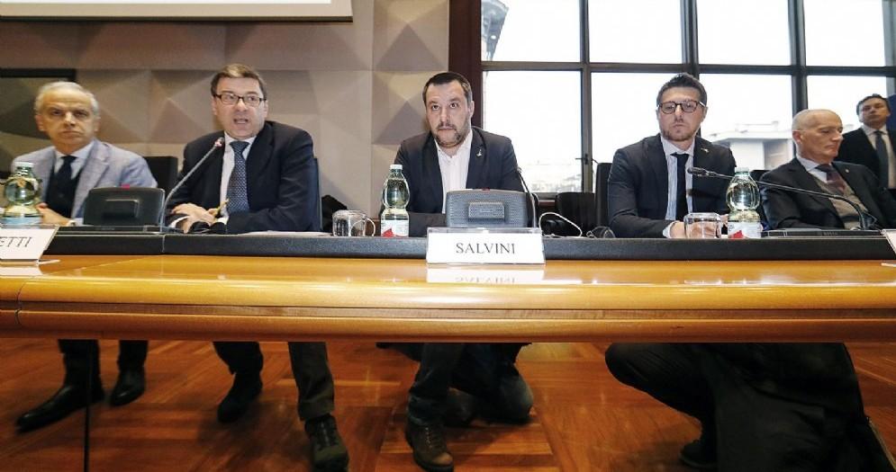 il sottosegretario alla presidenza del Consiglio con delega allo sport, Giancarlo Giorgetti con il vicepremier Matteo Salvini
