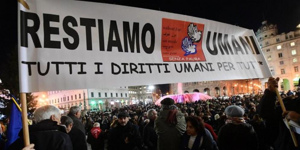 Duemila in piazza a Genova contro il Decreto Sicurezza