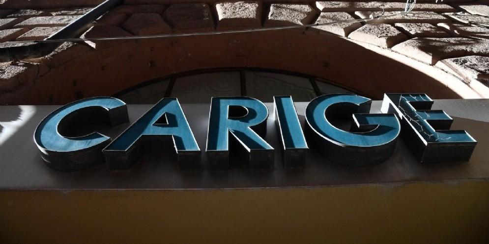 Una veduta esterna della banca Carige, Genova