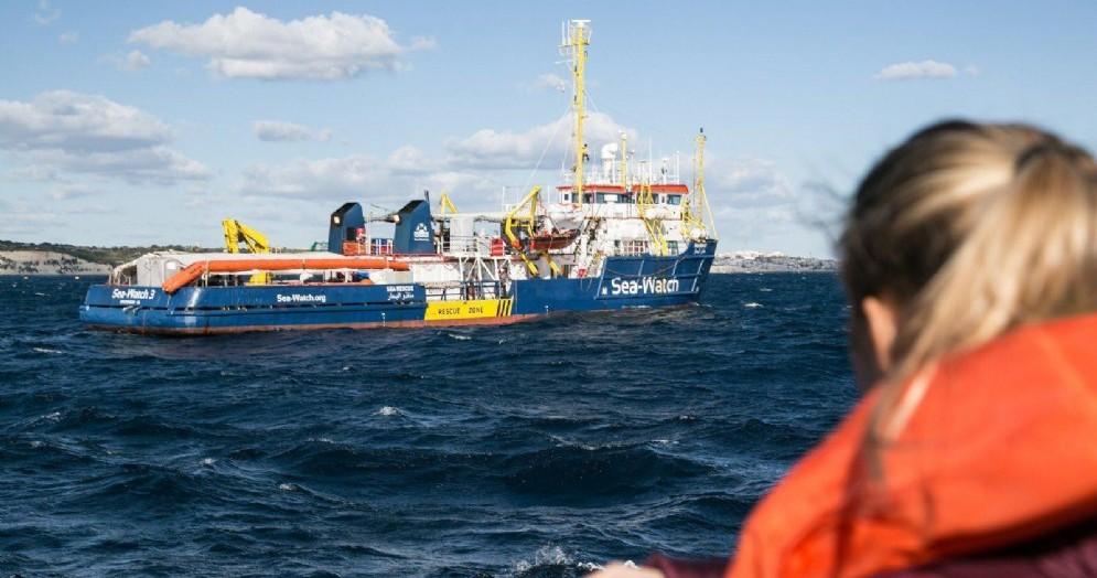 Migranti a bordo della nave Sea Watch