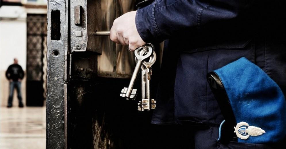 Risse, droga e sovraffollamento: la vita quotidiana della polizia penitenziaria