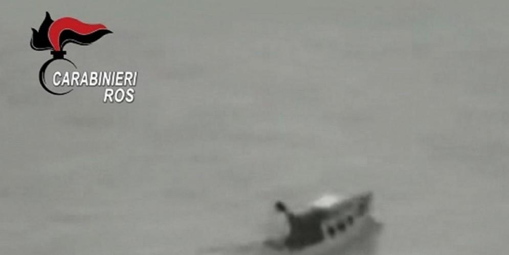 Un fermo immagine tratto da un video dei Carabinieri mostra un momento dell'operazione antiterrorismo condotta dai militari del ROS