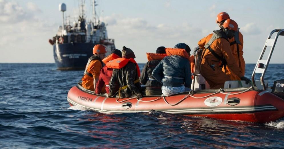 Migranti della nave Sea Eye recuperati nel Mediterraneo