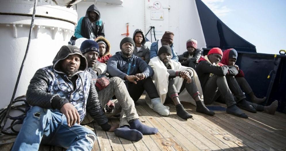 Migranti sulla nave dell'ong Sea Watch