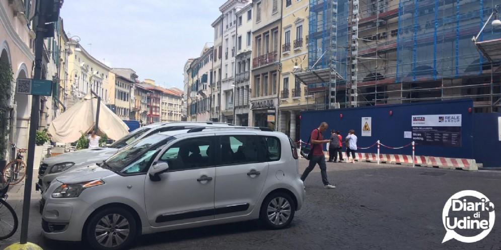 No auto in via Mercatovecchio: mancano poche firme per il via al referendum