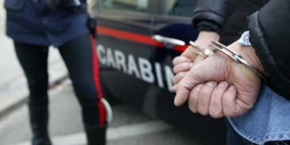 Fast & Furious nel Biellese: carabinieri inseguono pusher armato a tutta velocità