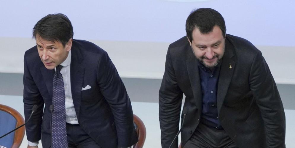 Il premier Giuseppe Conte con il vice Matteo Salvini