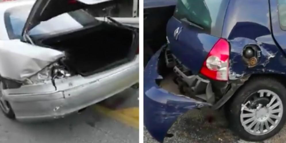 Sbaglia manovra e danneggia sette auto in sosta