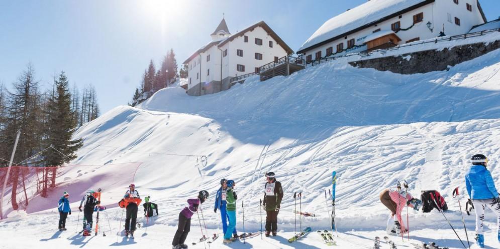 Turismo: boom di presenze durante le vacanze con 4 mila sciatori in più