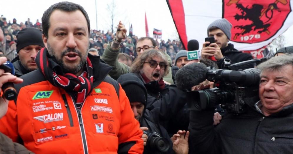 Matteo Salvini ad un recente raduno di tifosi del Milan