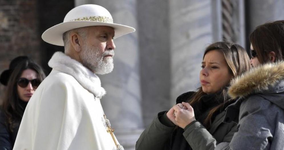 John Malkovich durante le riprese di «The New Pope» a Venezia