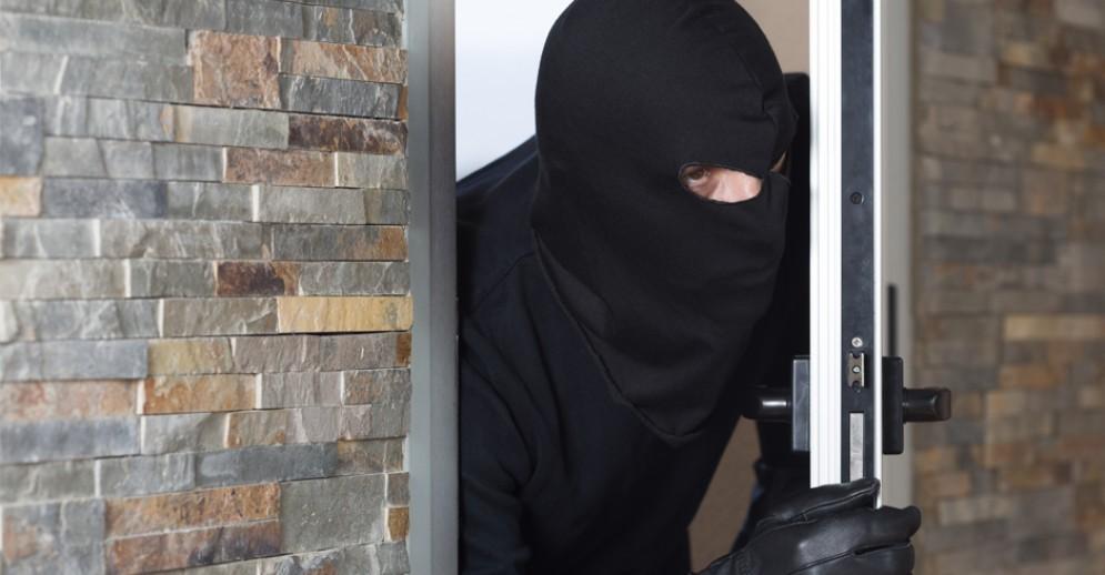 Valle Elvo, ladri rubano in casa e si mangiano lo spezzatino: indagano i carabinieri