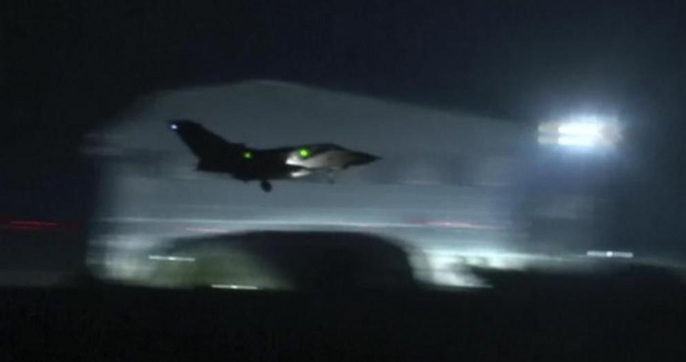 Siria, intercettati missili sganciati da aerei di Israele