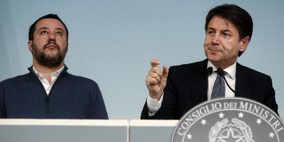 Il vicepremier e ministro dell'Interno Matteo Salvini con il premier Giuseppe Conte
