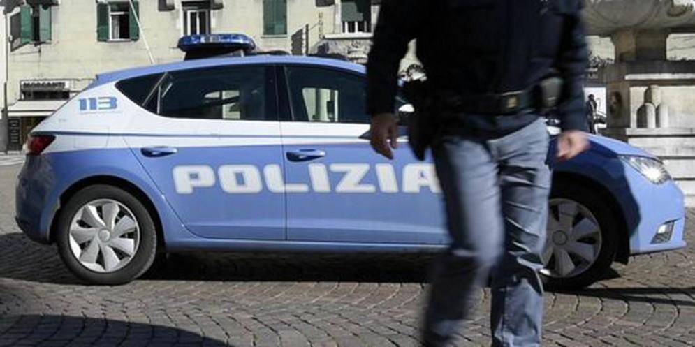 Auto sospetta davanti al Tribunale: scatta l'allarme bomba