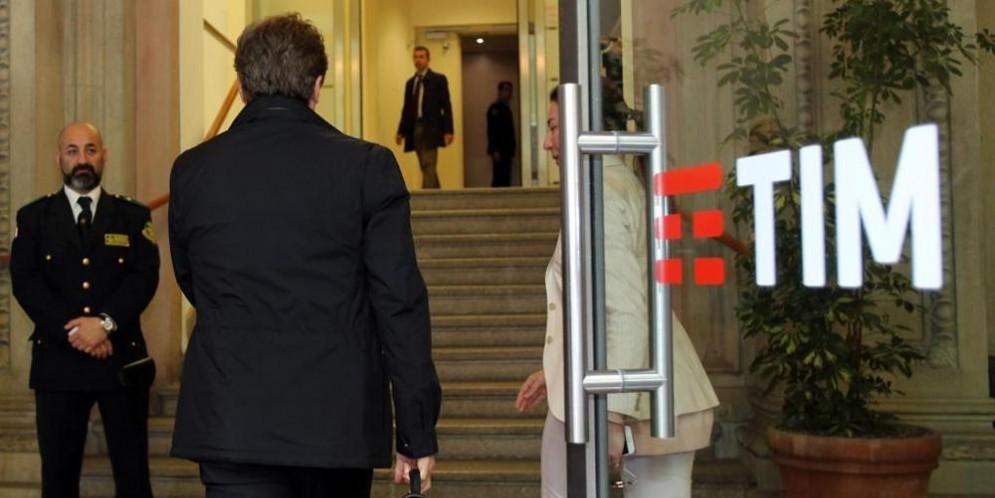 Tim, è scontro aperto Vivendi-Elliott: assemblea anticipata al 29 marzo