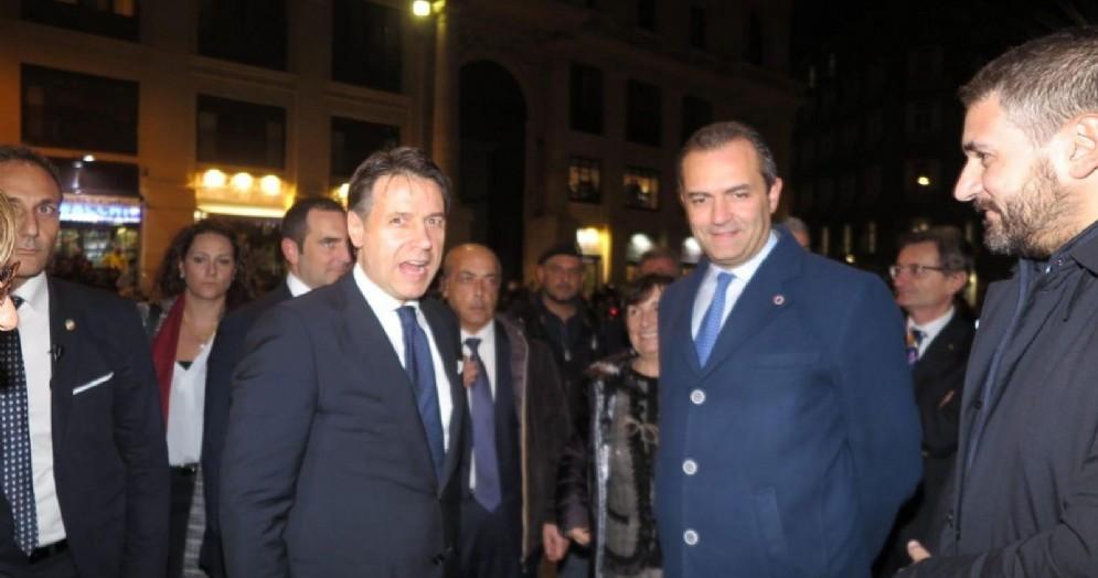 Il premier Giuseppe Conte con il sindaco di Napoli Luigi De Magistris