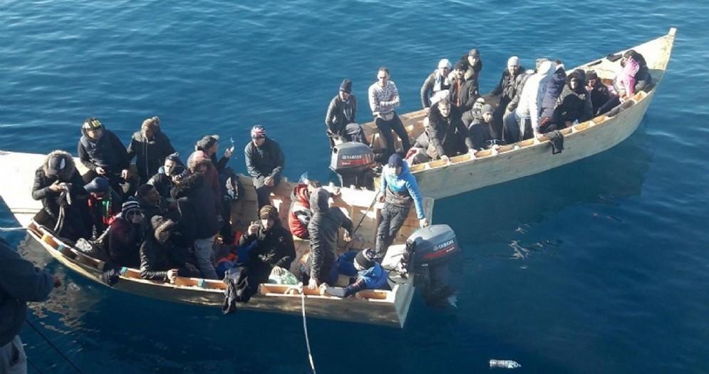 Migranti sbarcano sulle coste della Sicilia