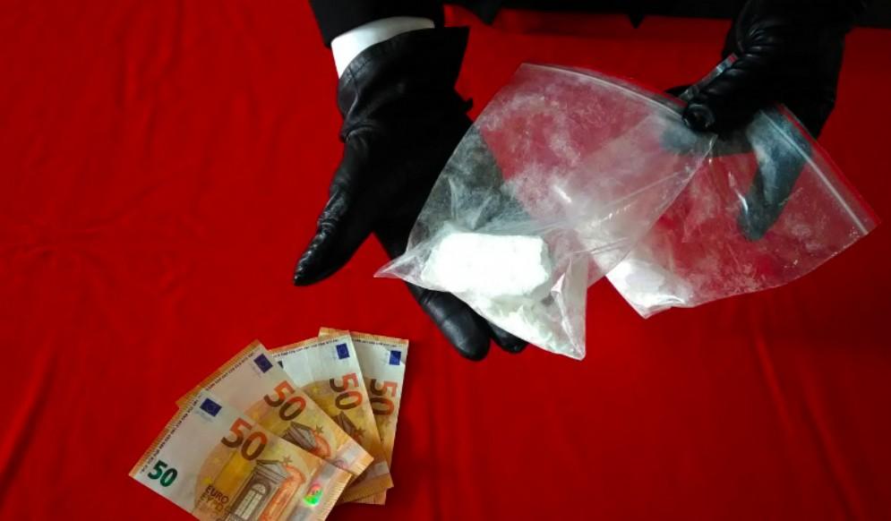 In auto con 180 grammi di cocaina: arrestato 23enne albanese