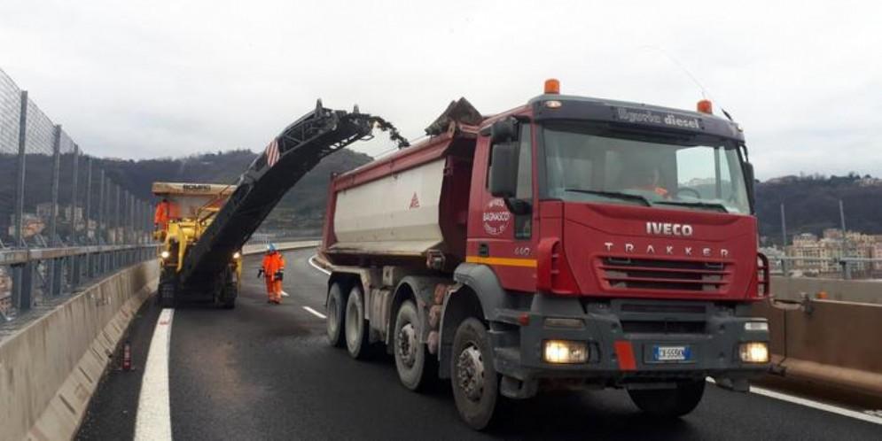 Ponte: al via rimozione asfalto sul moncone ovest