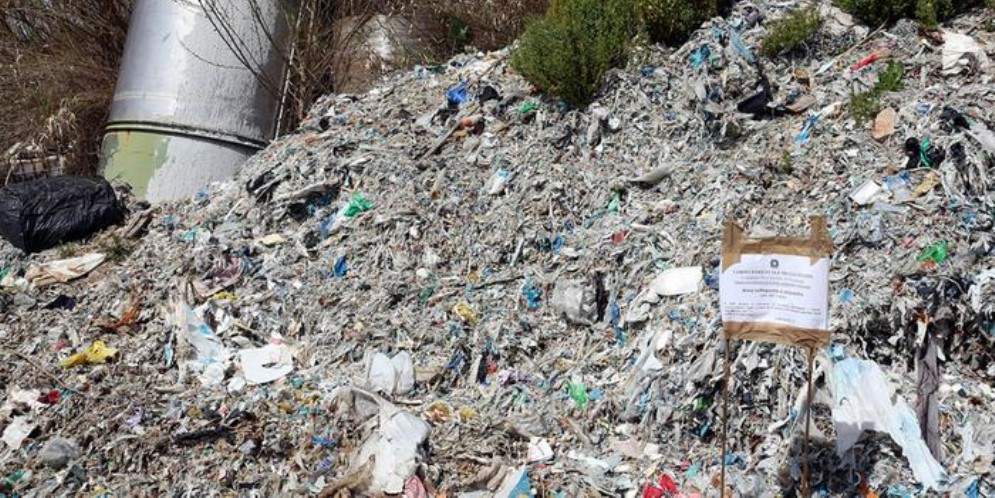 Discarica abusiva e baracche, sequestrata area a Roma est