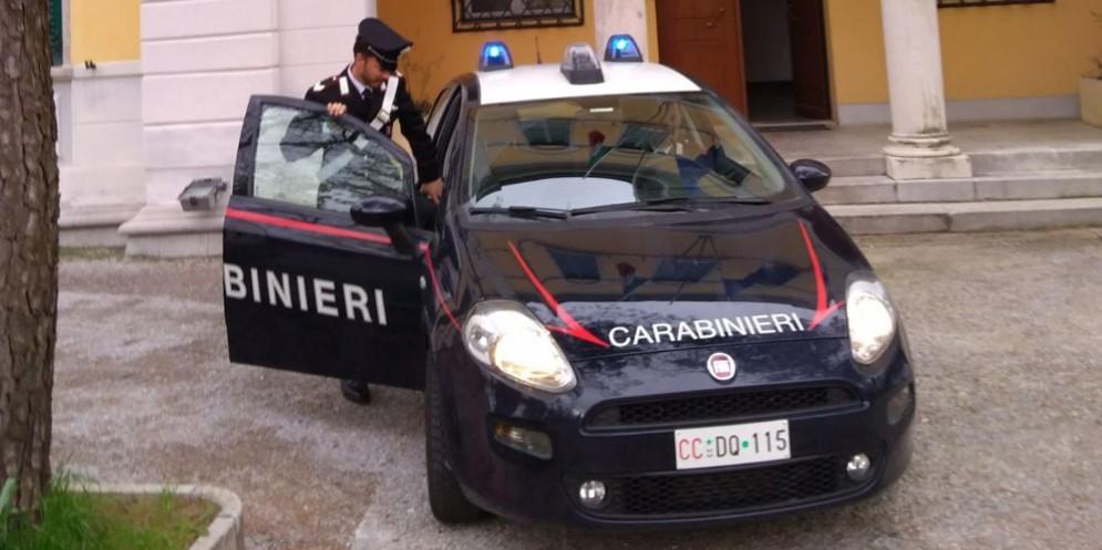 Alza il gomito e tenta di aggredire i carabinieri: 45enne agli arresti domiciliari