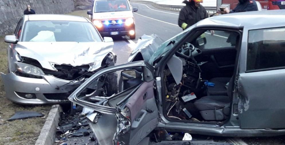 Scontro frontale sulla Pontebbana: grave un automobilista