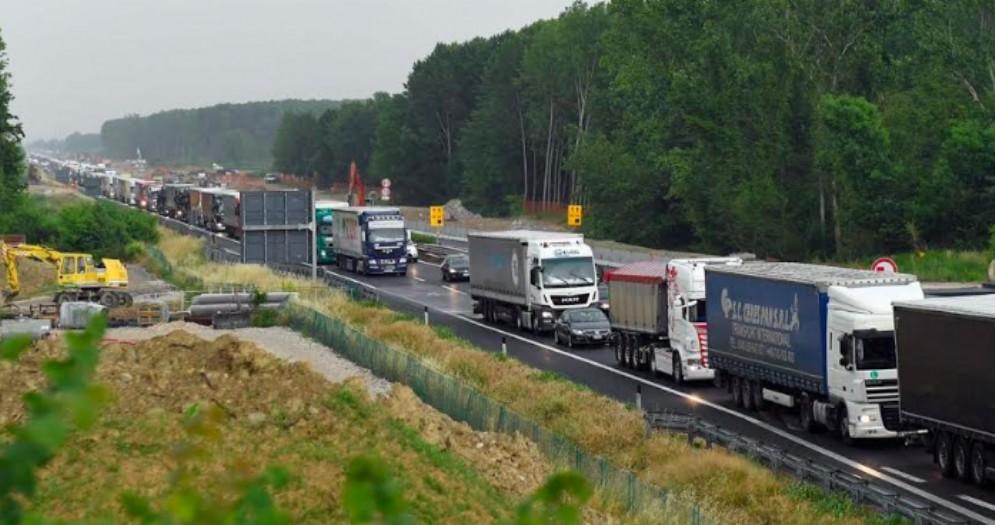 Traffico in autostrada: nel 2018 più mezzi pesanti, meno auto