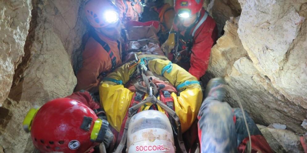 Escursionista cade nella Grotta Noé: iniziato il recupero da parte del Soccorso Alpino