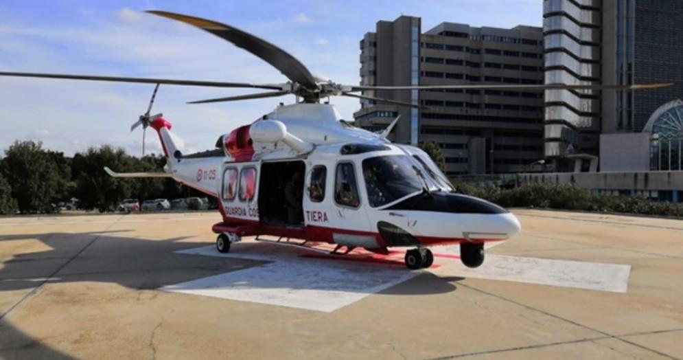 Parto sulla nave Genova-Palermo, mamma e neonato in ospedale con l'elicottero