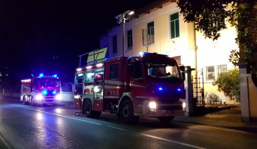 Incendio nel sottotetto di un'abitazione: intervengono i Vigili del Fuoco