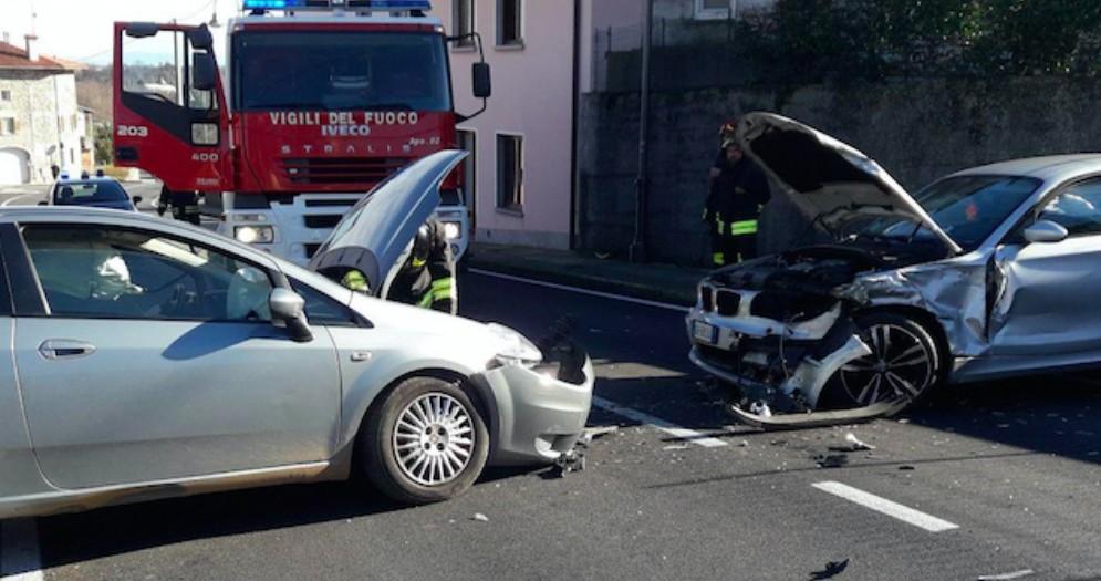 Scontro frontale a Rodeano: sul posto 118 e Vigili del Fuoco