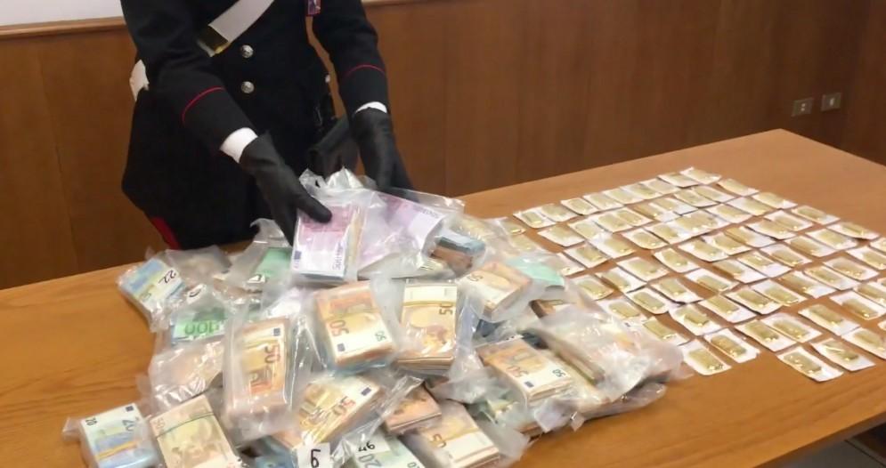Cane antidroga scova 20 kg di lingotti d'oro e 600mila euro in contanti: trovato un tesoro rubato?