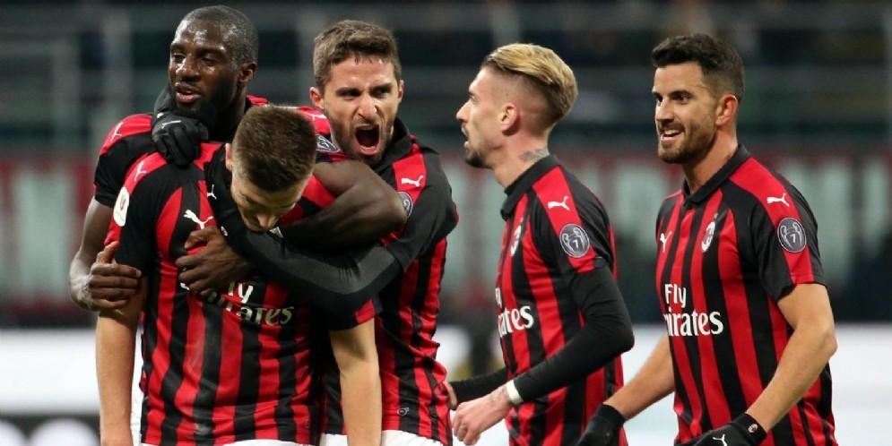 La festa dei rossoneri dopo la vittoria contro il Napoli