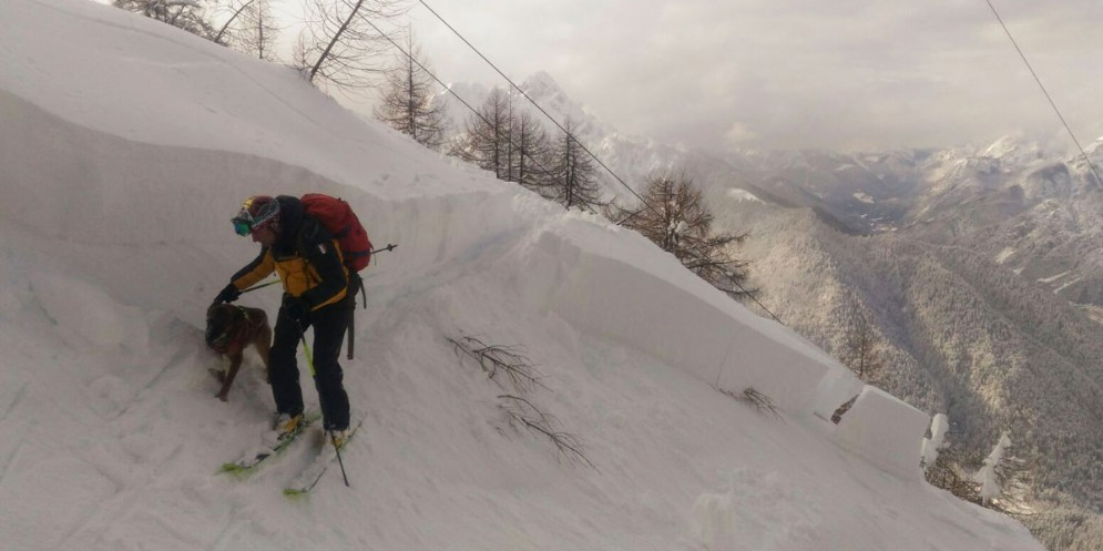 Neve abbondante in quota: sconsigliate le escursioni per il rischio valanghe